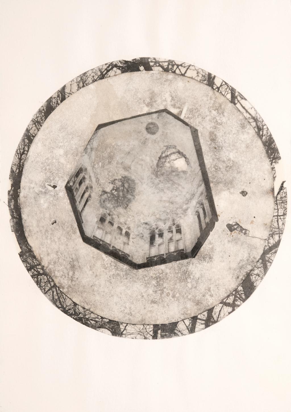LA CÚPULA DEL CIELO I \nT. Mixta /Papel y cristal. 35 x 25 cm.