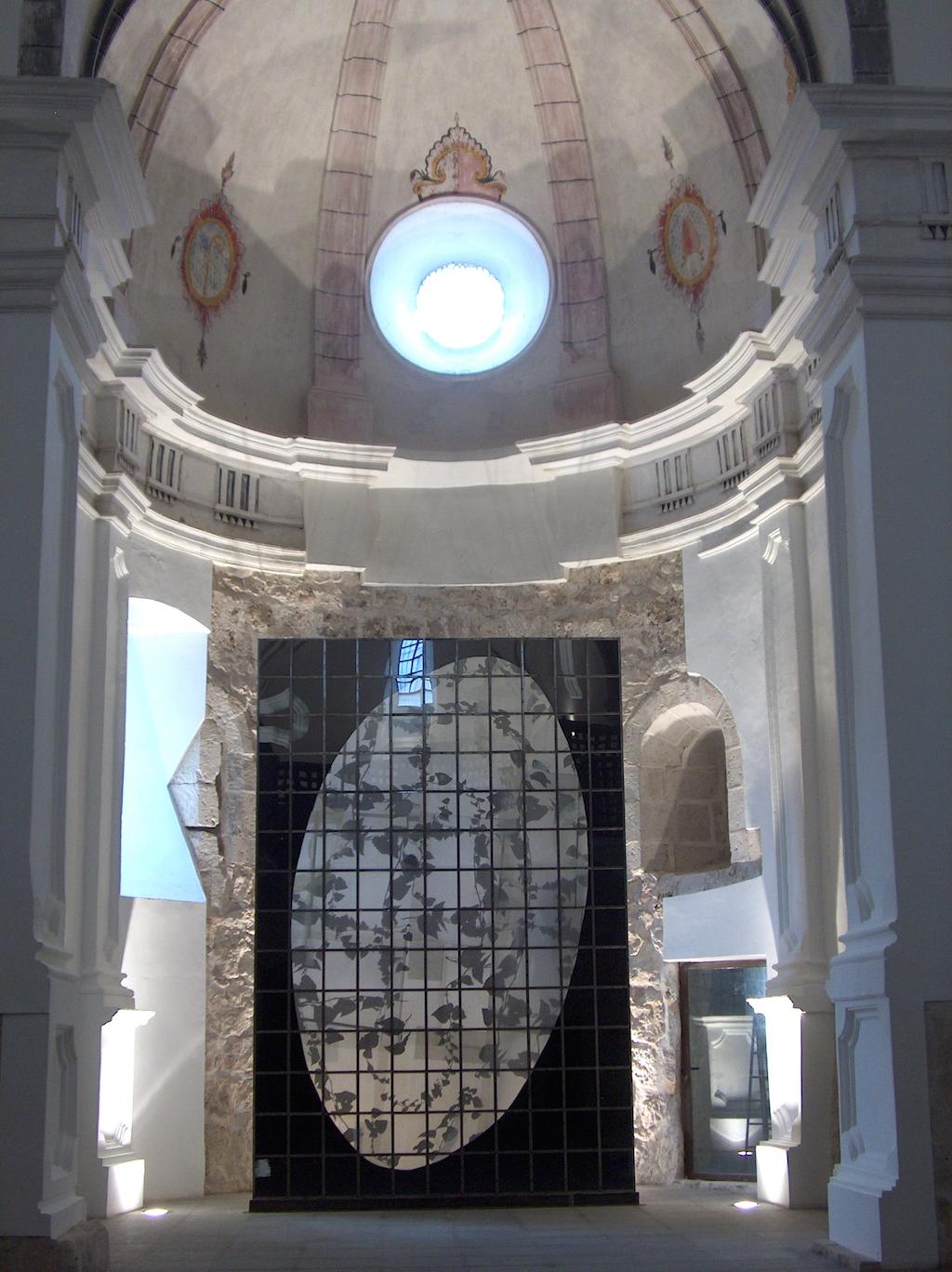 ORDENANDO EL RECUERDO. T. Mixta /Tela, Papel, Hierro y Vidrio. 480 x 320 cms.