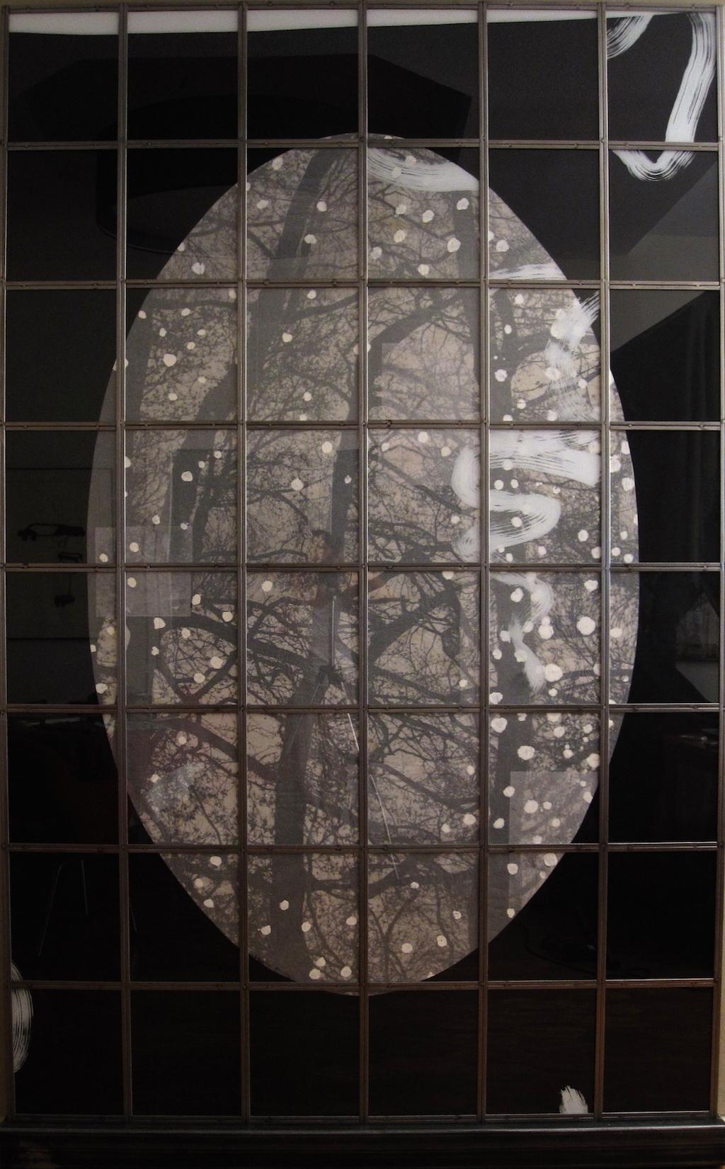 SOMBRA Y LUZ . T. Mixta / Tela, Papel, Hierro y Vidrio. 260 x 166 cms.